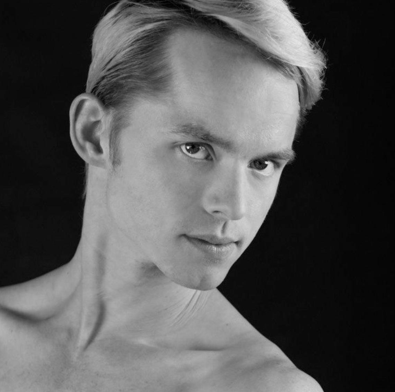 Black & white portrait of ODC/Dance Company dancer Christian Squires